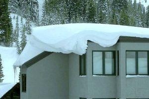 Как выбрать оптимальный угол крыши для схода снега?