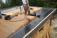 Чем покрыть крышу гаража от протекания?