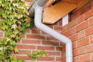 Технология крепление водостока к крыше