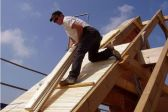 Как сделать двухскатную крышу своими руками — особенности конструкции и монтажа