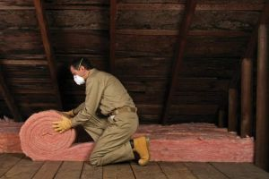 Как правильно утеплить потолок под холодной крышей?