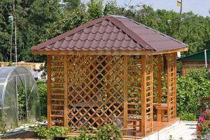 Четырехскатная крыша для беседки: конструкция и этапы монтажа