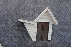Как монтируются слуховые окна на крыше?