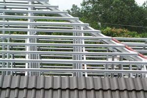 Как монтируется металлическая обрешетка для крыши?