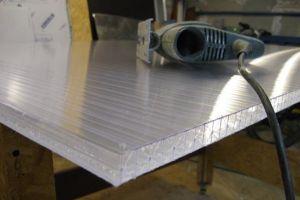 Чем можно резать поликарбонат — технология резки полимерного пластика